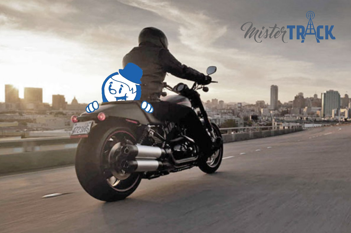 Mister Track de paseo en moto